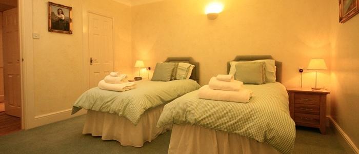 Lakeside Cottage bedroom